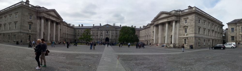 Trinity College. On the right, the chapel, nicknamed heaven. On the left the Examination Hall, nicknamed hell.