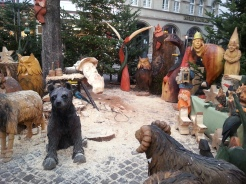 Live wood carving demonstrations in the Old Town Market