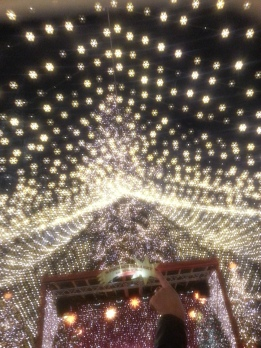 Through the lens of our special glasses from Europa Park that turn lights into snowflakes